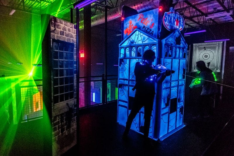 Photos videos laser tag recreational centre zone 15 for Equipement restaurant laval