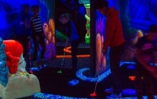 centre_recreatif_zone_15_mini-golf_fluorescent_photos